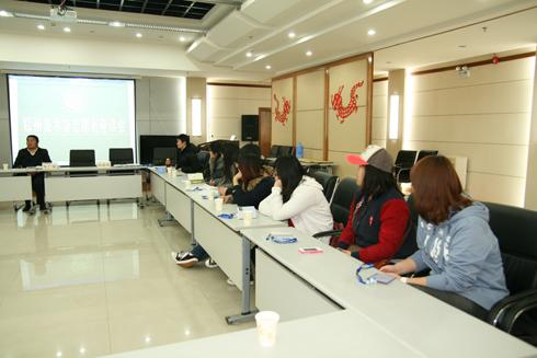 郑州美术馆首批志愿者座谈会在热烈的气氛中召开