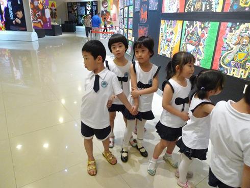 """郑州市六一幼儿园的200余名小朋友在老师的带领下,来我馆参观""""&"""