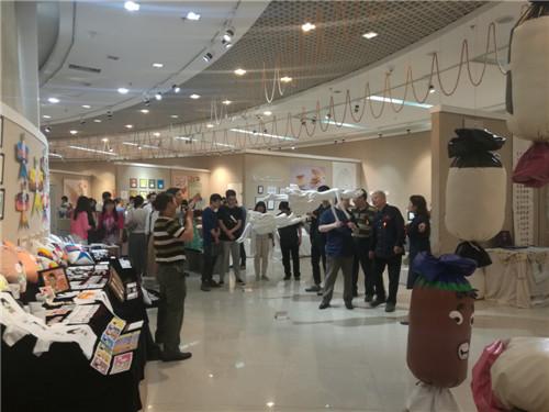 油画34人,雕塑,12人,平面设计42人,动画18人),涉及郑州大学美术学院