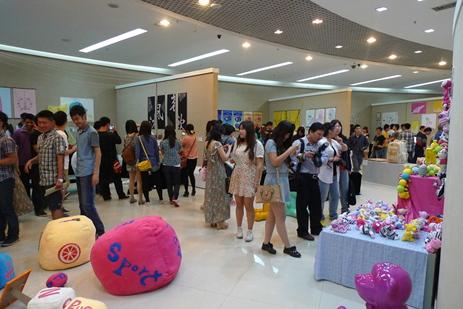郑州大学美术学院,现有中国画系,油画系,雕塑系,书法学系,艺术设计系
